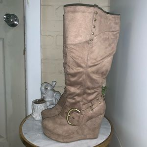 Shii Suede Wedge Boots